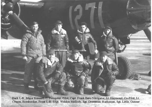 Le Sgt James Weldon Mellody en compagnie d'autres aviateurs